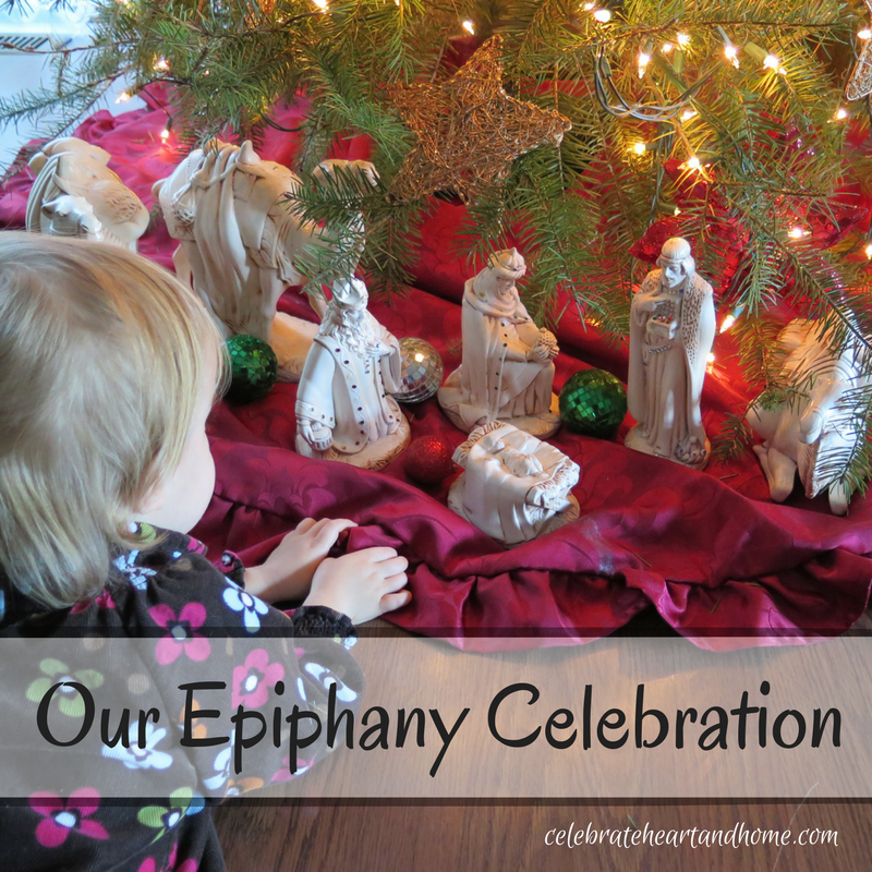 Christmas decorations until epiphany nativity backgrounds for Decoration epiphanie